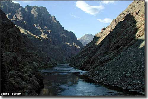 River heeft deze kloof in de seven devils mountain range uitgesneden